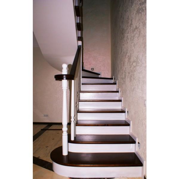 компактная лестница деревянная
